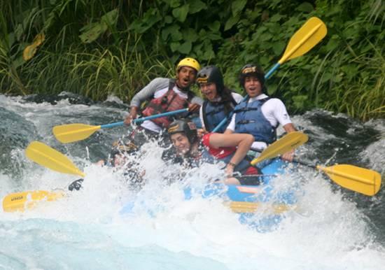 Rafting Bajada En Balsa Rapidos Descenso en Rio Actopan Chicuasen Veracruz